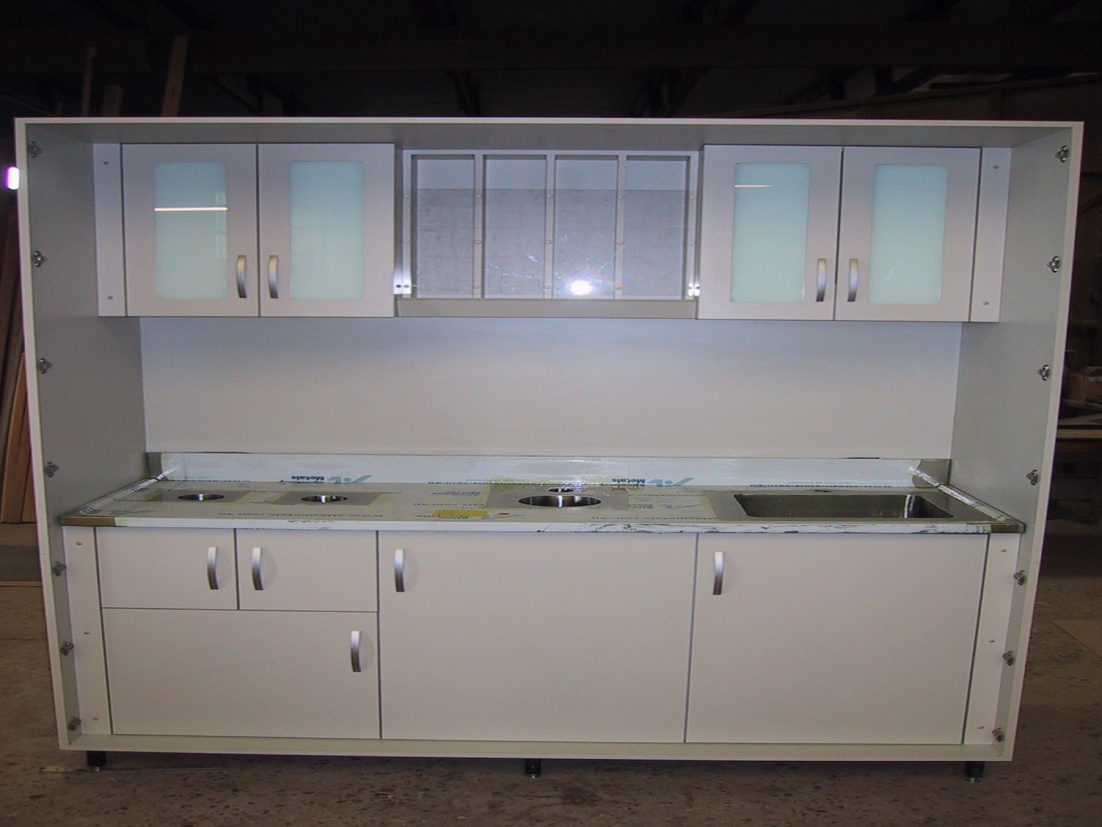 Portable lead lined hotlab with shielded cabinets